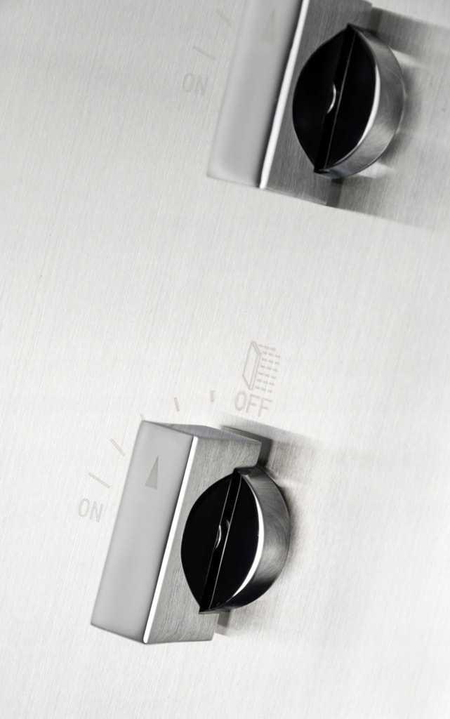 stalowy-panel-prysznicowy-corsan-neo-led-z-oświetleniem-mieszacz.jpeg